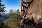 天守台の巨岩と木曽川の眺望