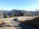 山頂近くの駐車場です…