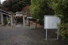 鞠山神社と説明板