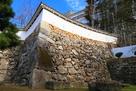 三の丸から「チの櫓」下方へ繋がる石垣・土…