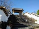 四足門と登り階段…