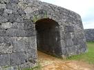 復元された一の郭のアーチ門…