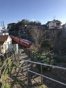 堀跡を走る名鉄電車…