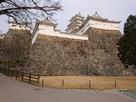 太鼓櫓(左側)と帯の櫓の高石垣…