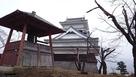 模擬天守と月岡神社鐘堂…