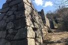 東郭群入り口の石垣…