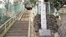 城址碑と静勝寺への石段…