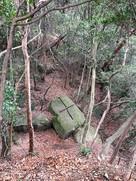 くさび跡のある花崗岩(巨石)…