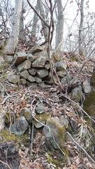 わずかに残る石積…