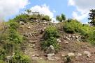 本丸直下の石垣跡…