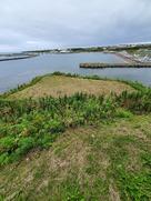 ヲンネモトチャシ壕と海側の盛土…