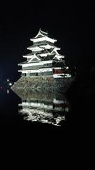 夜の松本城天守…
