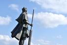 尚円王の像(後ろから)…