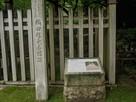 織田信長居館跡の碑と説明板…