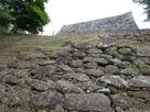 2段石垣からの天守台…