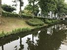 亀ケ池と土塁