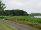 湖畔の散策路よりチャシの遠景