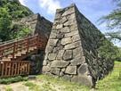 鉄御門跡の石垣…