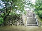 城山公園下段からみる復元石垣…