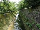 二の丸北面の石垣と水堀…