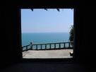 一の門から駿河湾を望む
