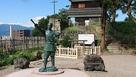 西櫓と真田幸村像…