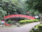 本丸に入る前に更に水堀と赤い橋…