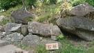 山頂付近の石垣…