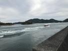 能島城を攻める観光船…