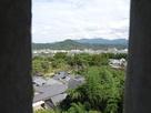 彦根城天秤櫓の窓から見た佐和山城…
