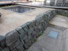 柴田神社内の発掘石垣