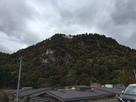 阿賀川西岸土手から見上げた遠景…