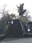 亀山公園北口の階段…