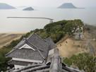 天守閣の回廊より望む化粧櫓と唐津湾…