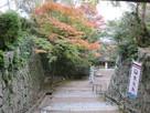 紅葉と枡形の石垣…