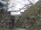 井戸曲輪の門跡の石垣…