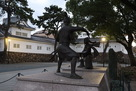 朝の宮本武蔵・佐々木小次郎像…