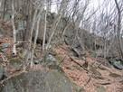 主郭を守る岩場…