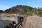 鎌掛城 口の堤池よりの遠景…