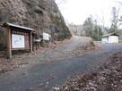 旧県道沿いの月居山登山口…