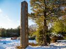 冬の城趾碑
