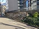 ドーンセンター脇の復元石垣…