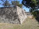 本丸石垣の巨大な算木積み…