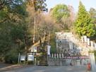 楠公寺横の急こう配の階段…