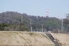 本丸土塁と白鳥城遠景