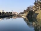 福井城 堀と再建された御廊下橋…