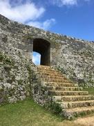 アーチ門が特徴的な一の郭城門…