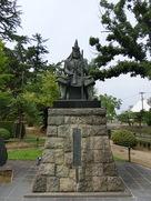 戦国の軍神像