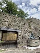 森忠政公銅像と津山城案内板と石垣3点セッ…