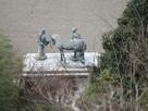 天守から山内一豊と千代の銅像…